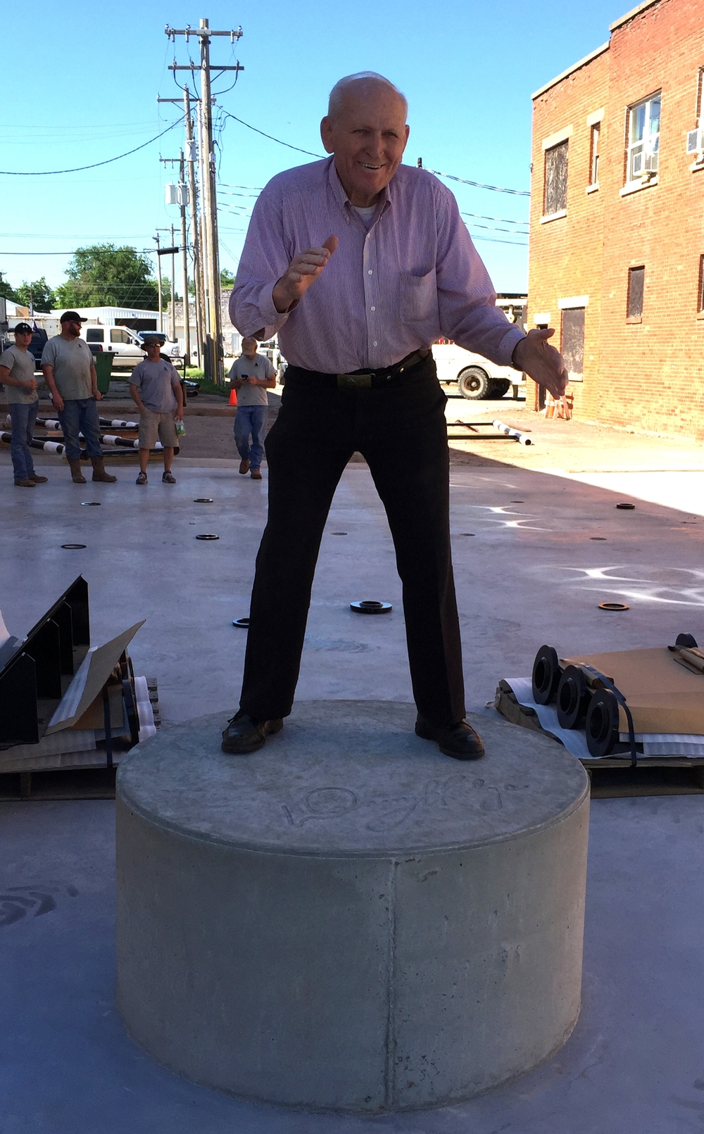 Danny hamming it up the day before the unveiling of his statue!