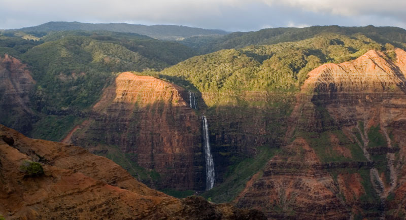 hawaii waimea canyon waterfall