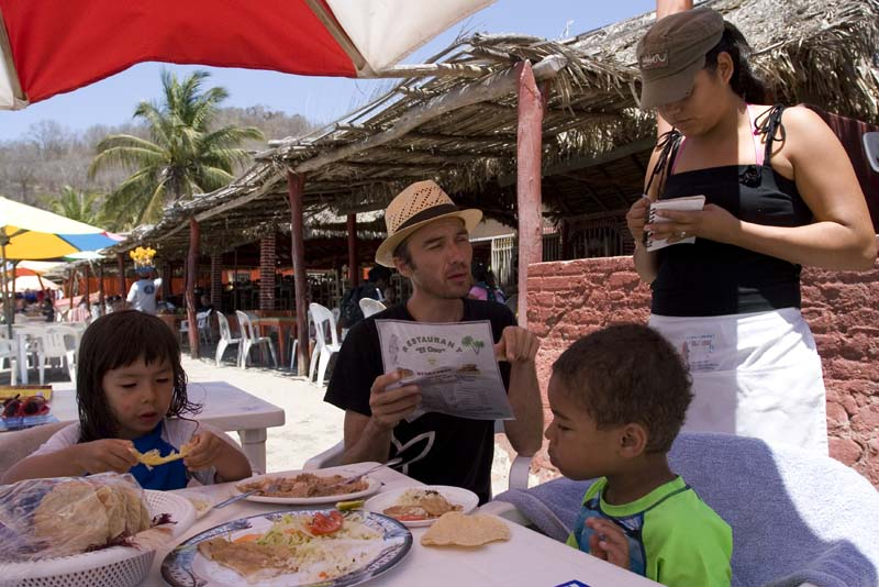 Cuastecomate, ordeing food for kids
