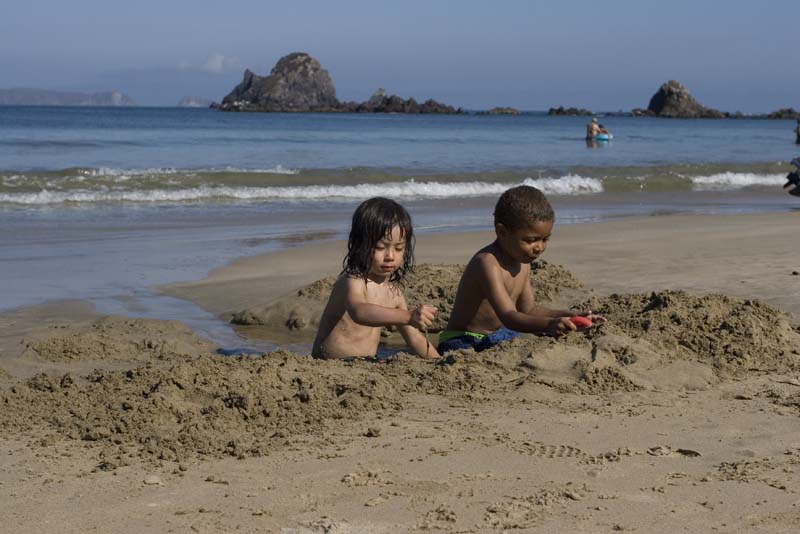 Tenacatita, kids playing in sand