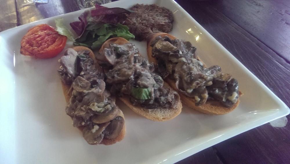 Mushrooms on Toast @ Me So Happi, Bandra