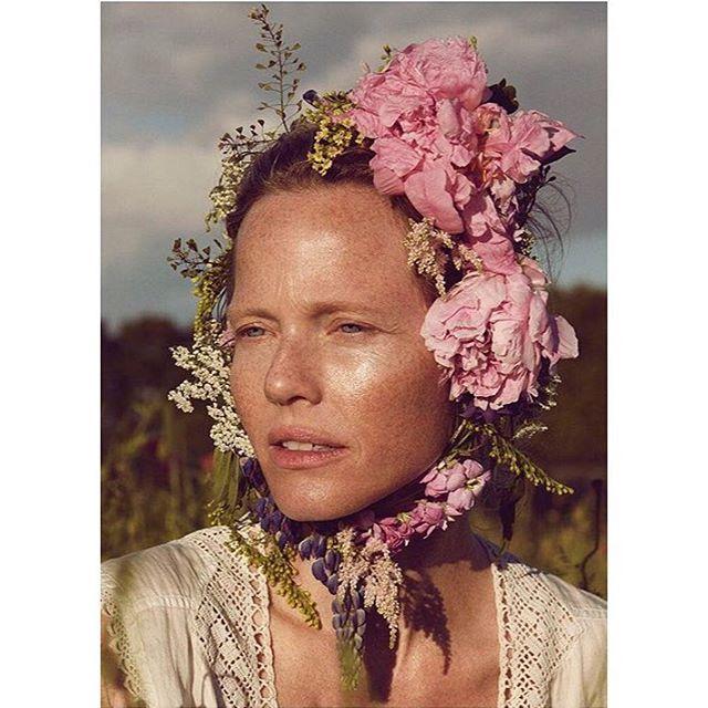 Ihanaa Juhannusta kaikille! 🌸 🌿 #juhannus #midsummer #kukkaseppele #flowercrown #organicbeauty #organicbeautysalon #organicmakeup #kjaerweis