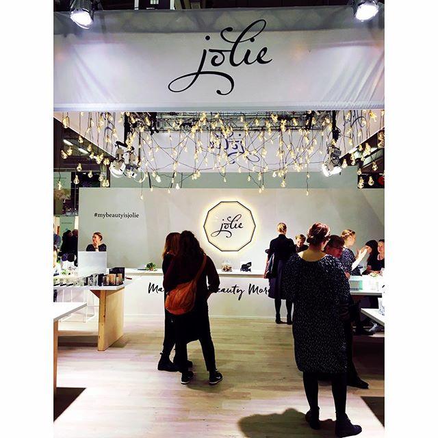 Tunnelmia I love me - messuilta 20.10.17 💎Hoitolassamme käytössä olevat luonnonkosmetiikka merkit Patyka, Iroisie & Absolution hienosti edustettuna 💎 #patyka #iroisie #absolution #ilovememessut #organicskincare #organicbeauty #luonnonkosmetiikka #exposition #iloveme #mybeautyisjolie #maahantuonti  #luksusluonnonkosmetiikka #showcase #shopping #beautiful #organiclifestyle #shoppingtime