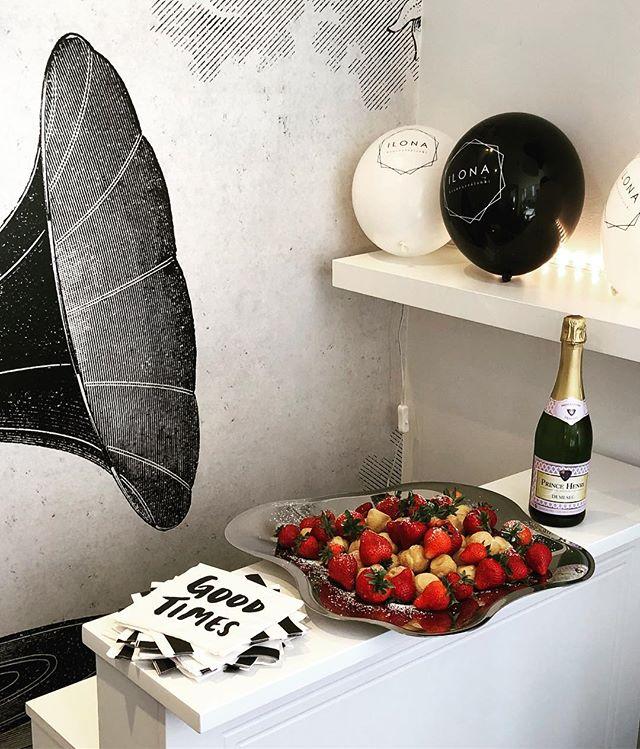 Hauskaa Vappua! 🎈  #vappu #hauskaavappua #gladavappen #carrotmuffin #fazer #partytime #patyka #organicbeautysalon