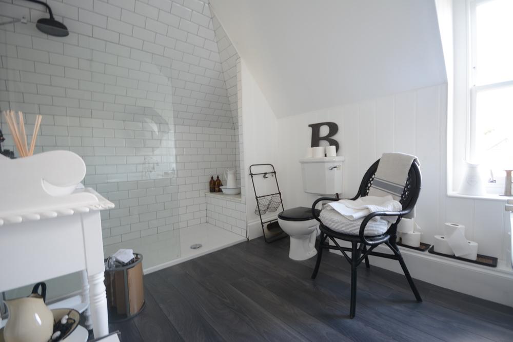 ROSS ROAD BLACK AND WHITE BATHROOM (1).JPG