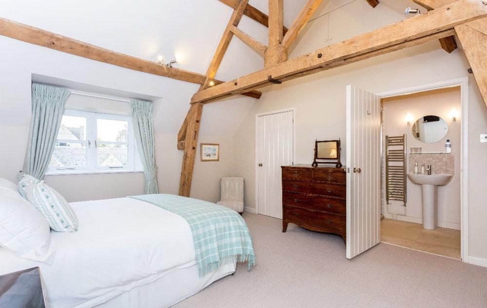 Bedroom 1 beams.jpg