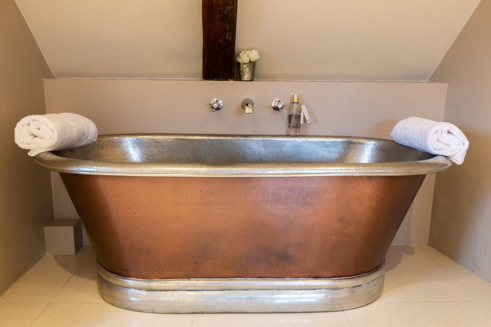 Copper bath and towels.jpg