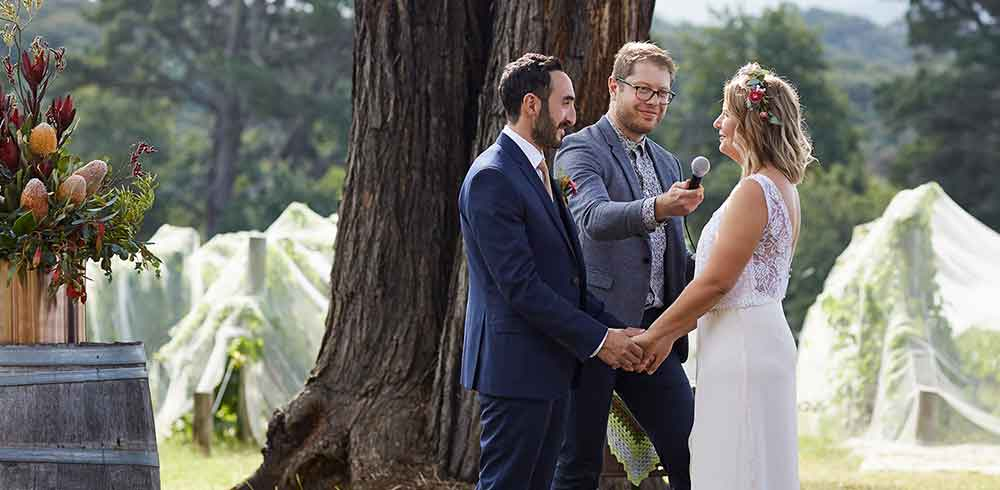 Wedding Ceremony Tips - All the essentials - how to kiss at your ceremony, help with your vows, proper proposing technique…