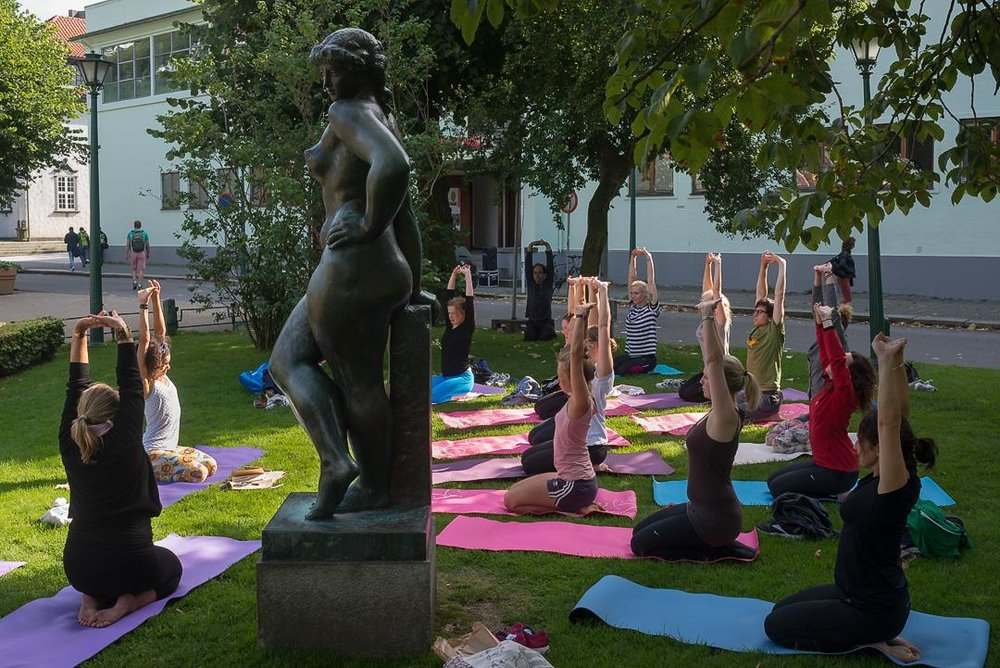 dionne.space Yoga with Dionne outdoor yoga Bergen Norway
