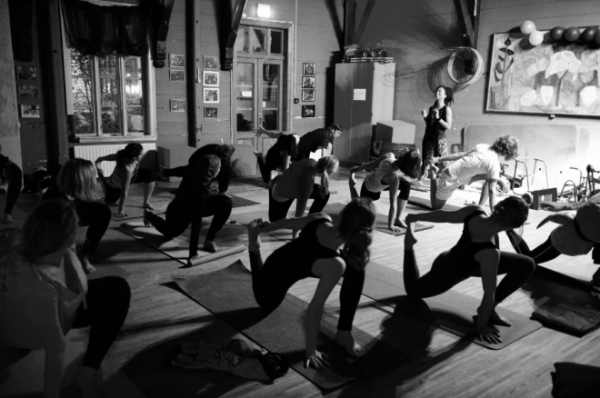 Yoga with Dionne at Herosalen - Picture by Fred Klemetsen