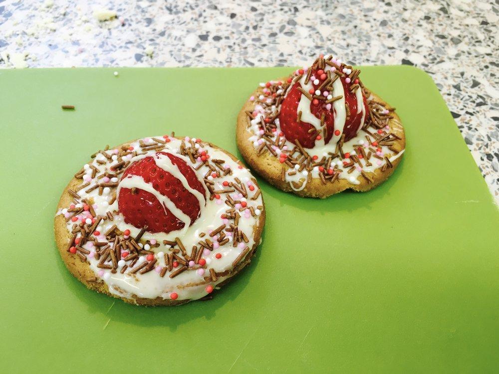 Stir Krazy Kids - cupcake decorating