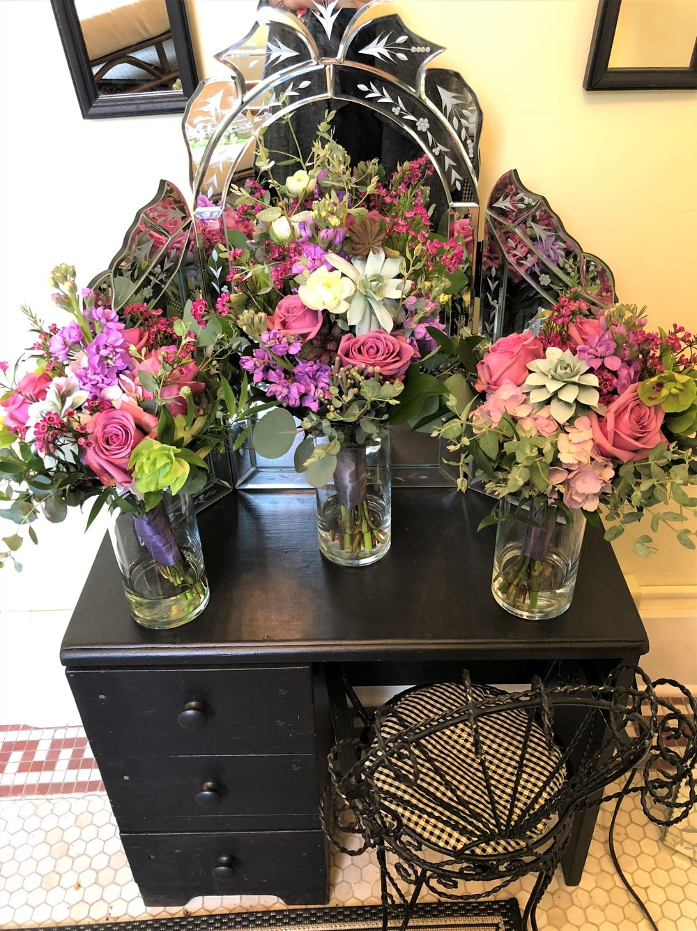 2018.05.19 Lefler Kasebier Wdg The Hall at Castle Inn DWG Bridal Suite Bridesmaids Bouquets 2.jpg