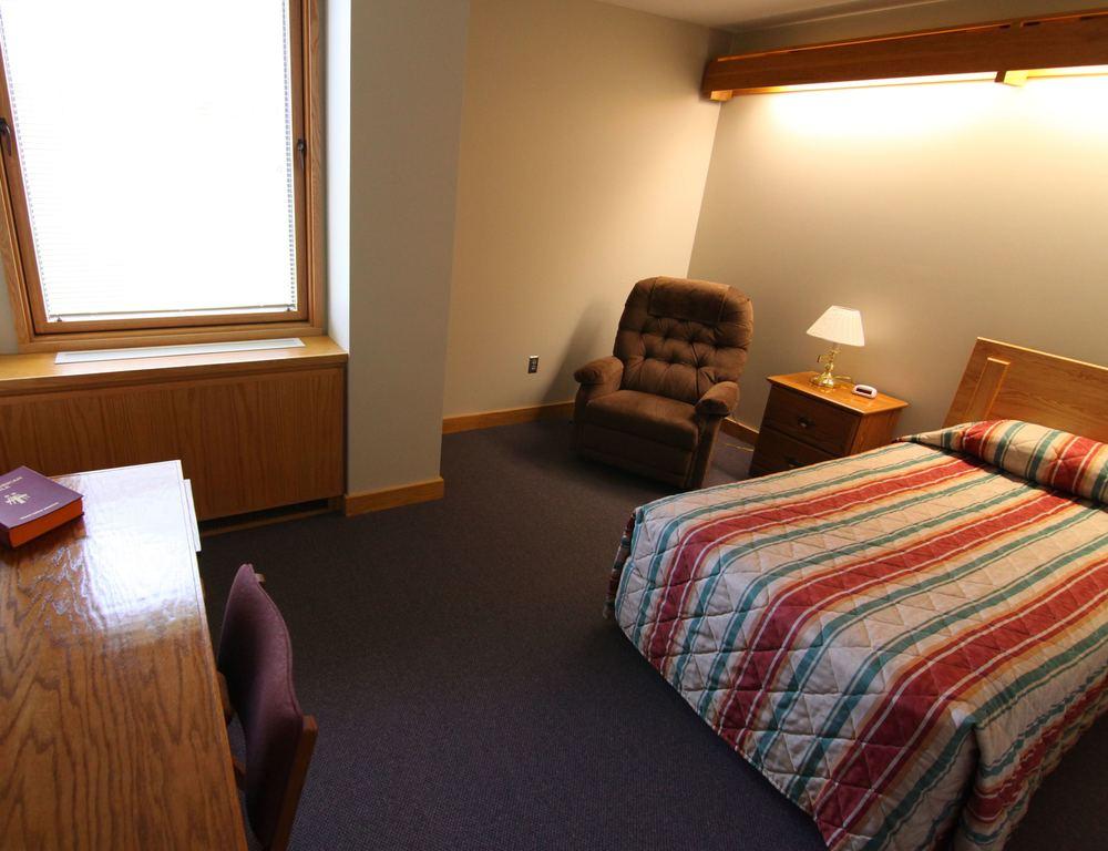 Single Guest Room.jpg