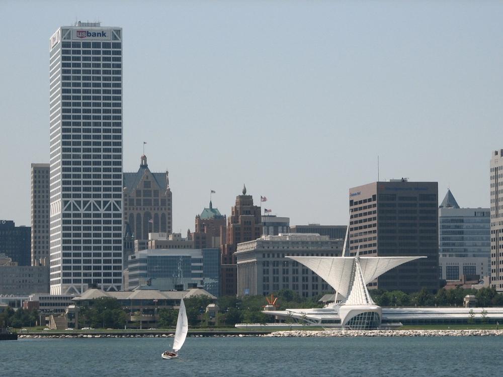 Milwaukee_skyline.jpg
