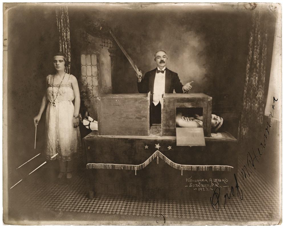 magicianvintageposterart619389134.jpg