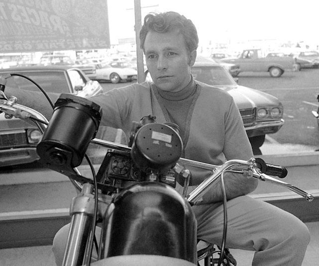evel-knievel-d12973a8-21fb-4d23-9670-f997caf875e-resize-750.jpg