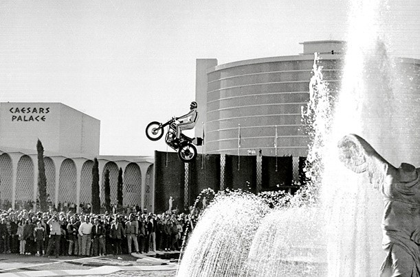 evel-knievel-ceasers-place.jpg
