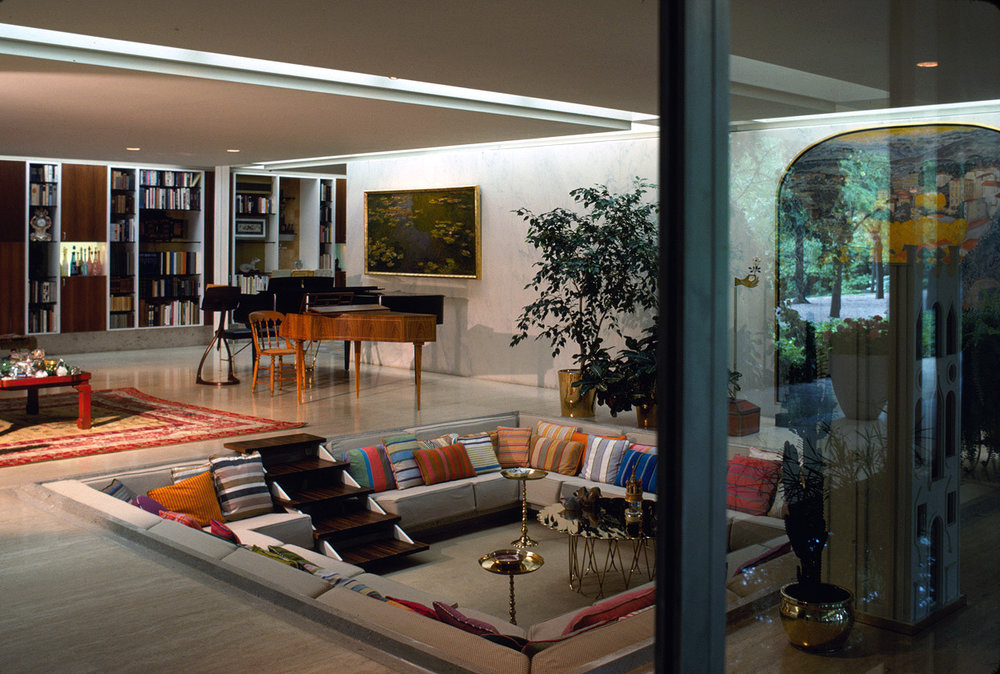 creativehouses :     Living room of the Eero Saarinen-designed Miller House, complete with conversation pit. Columbus, Indiana, circa  1957  Photo by Balthazar Korab    Read More