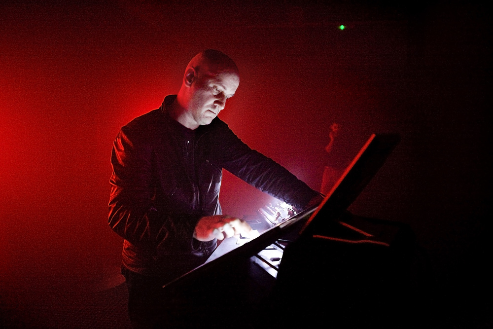 Mike Parker performing with the 0.9 TiS touchscreen controller. Parker's work has been a big influence in the discussions around sonic movements in space. Image: I Cooman