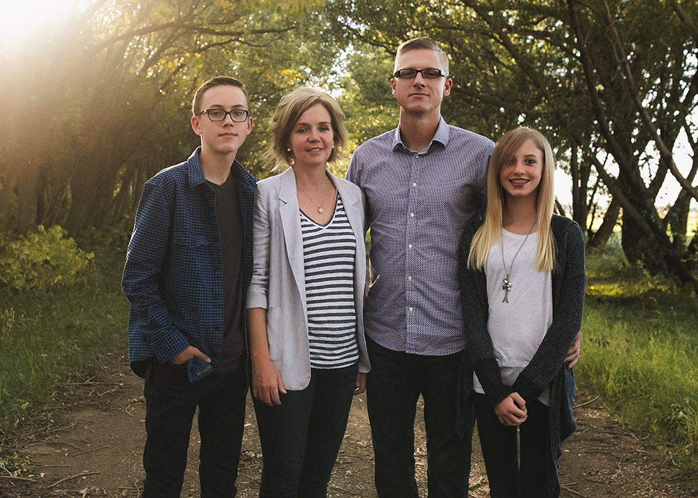 Hillenbrand Sneak 2_Edmonton Family Photographer.jpg