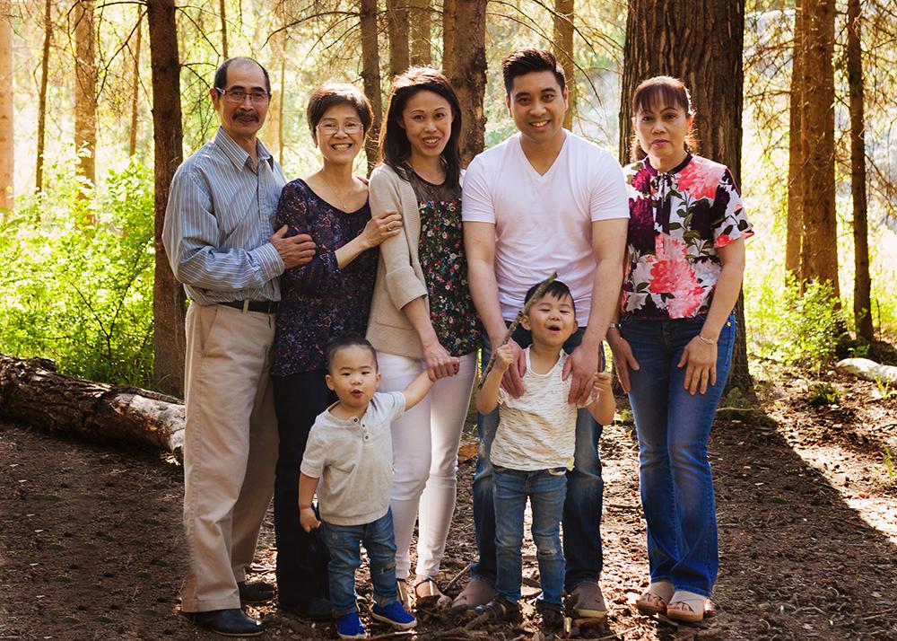 Edmonton Family Photographer_Bong Extended Family 2.jpg