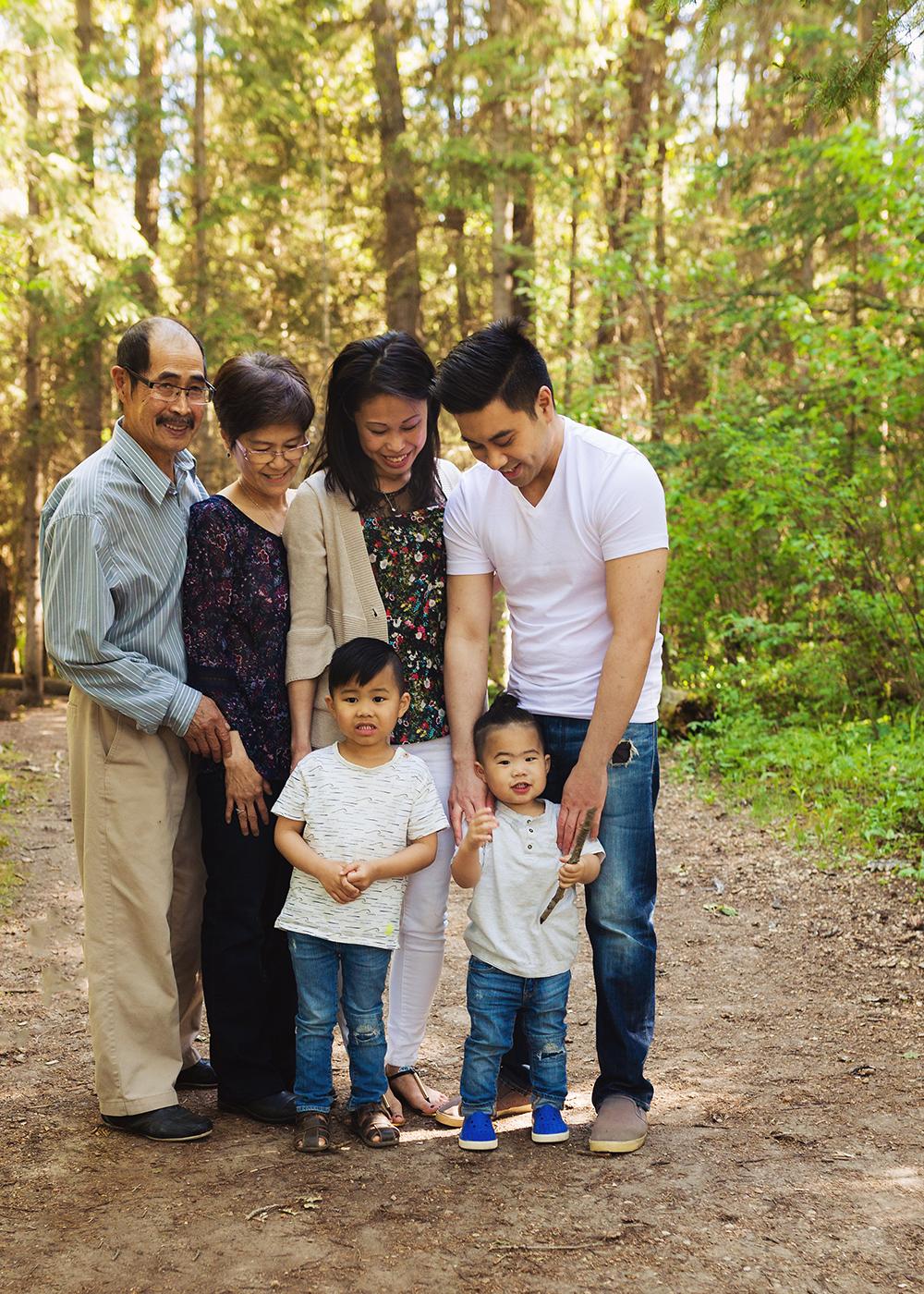 Edmonton Family Photographer_Bong Extended Family 1.jpg