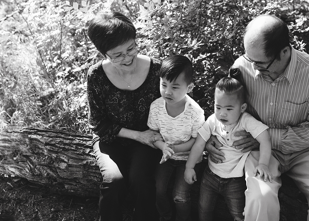 Edmonton Family Photographer_Bong Extended Family 3.jpg