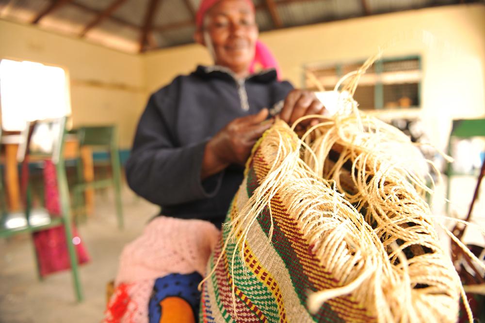 Kiondo weaver. Photo by Lonnie Graham.