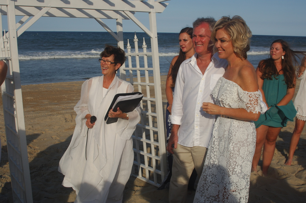 Reverend Tanya officiating a beach wedding