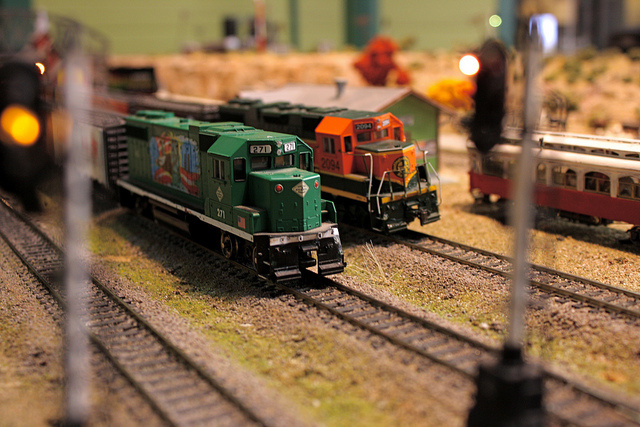 christmas-tree-model-train-sets-ho.jpg