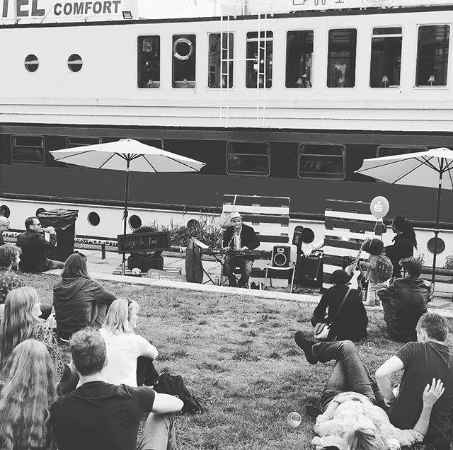 @dagobert.weiss bei den @eastsidemusicdays - bei guter Musik bleiben die Leute einfach. #esmd