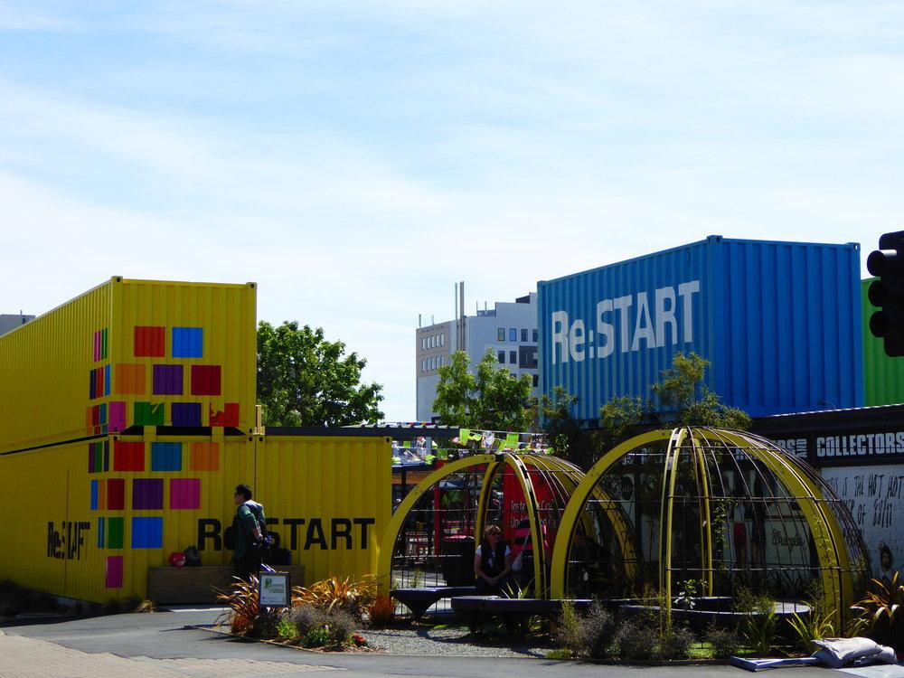 """Centre commercial """"Re-Start"""" créé à partir de containers!"""