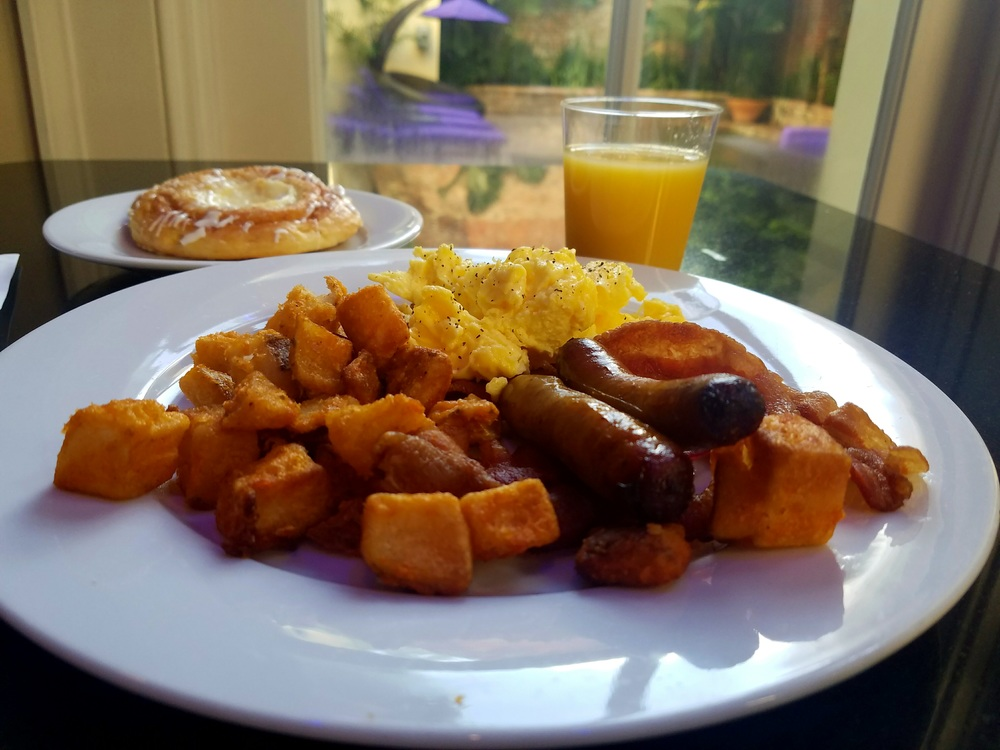 complimentary-breakfast-hotel-le-marais-new-orleans-louisiana