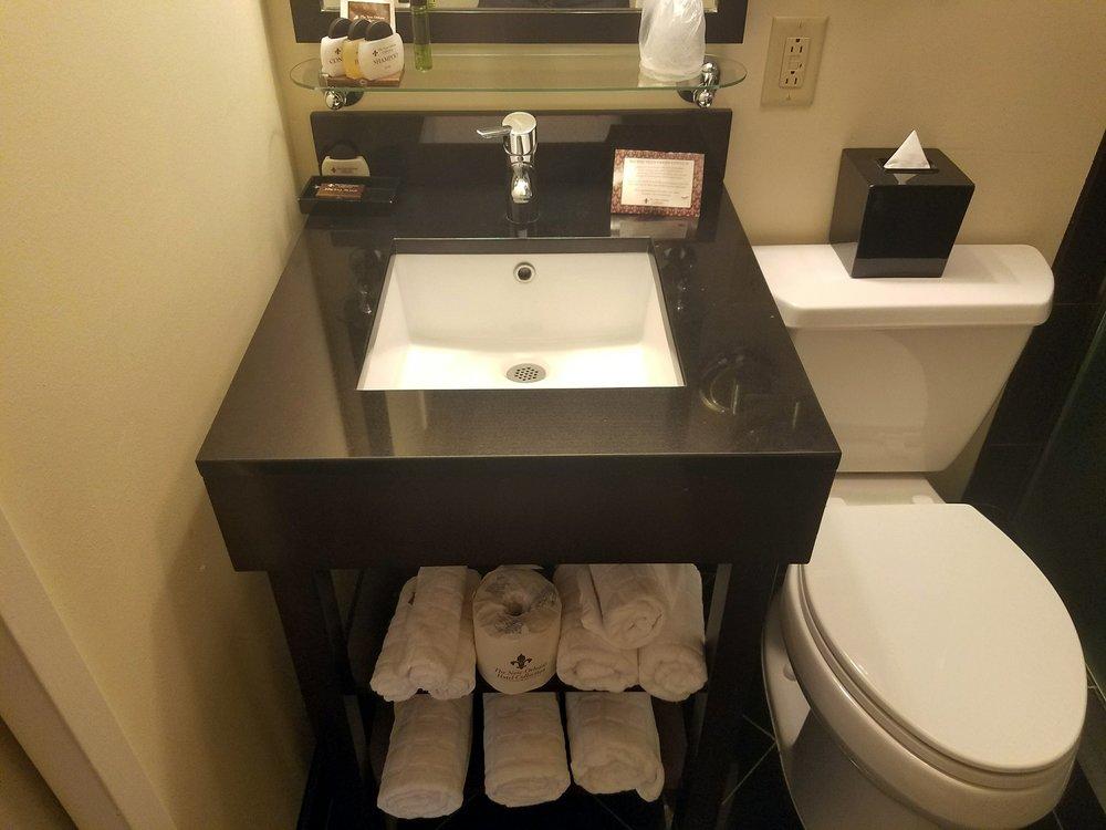 bathrom2.jpg