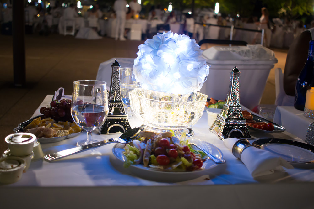 diner-en-blanc-table-decor-busybeingshasha