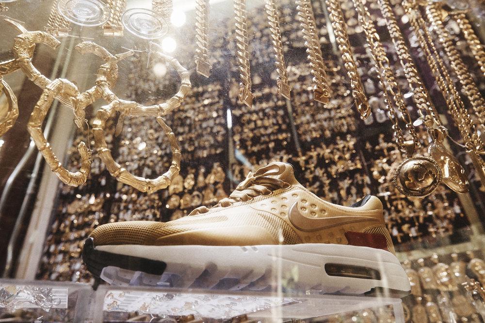nike metallic gold air max