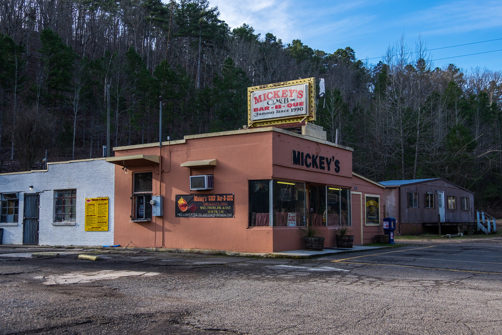 It wouldn't be Arkansas if the trail didn't pass by a BBQ joint. We heard this place made respectable Q', by the way.
