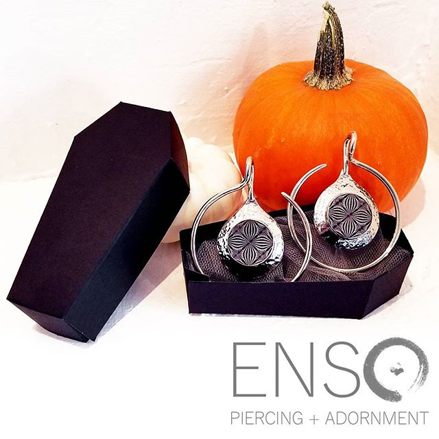 🎃🕸️TRICK OR TREAT!🕸️🎃 We looooove October!! If you are looking for the perfect piece of jewelry to complete your costume, head in and we'll help you find something awesome. Pictured: Round Shanti in White Brass with shell inlay from @quetzallijewelry! #quetzallijewelry #ensopiercing #ensopiercingandadornment #piercing #bodypiercing #bodyjewelry #saltlakecity #slc #900South #harveymilkblvd #shoplocal #shopsmall #legitbodyjewelry #legitbodypiercing #safepiercing #APPmember