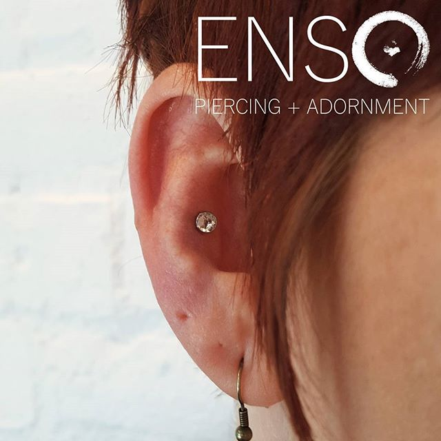 🛍️Last minute holiday shopping? We bet someone on your list would love a new piercing!💎 A pretty piece of jewelry and a gift certificate for the piercing fee is an awesome gift. We'll even wrap it up fancy for you!🎁 Pictured here is a sparkly conch piercing with a 4mm Crystal Flat Gem from @anatometalinc. #shoplocal #shopsmall #anatometal #ensopiercing #ensopiercingandadornment #piercing #bodypiercing #bodyjewelry #saltlakecity #slc #900South #harveymilkblvd #legitbodyjewelry #legitbodypiercing #safepiercing #APPmember