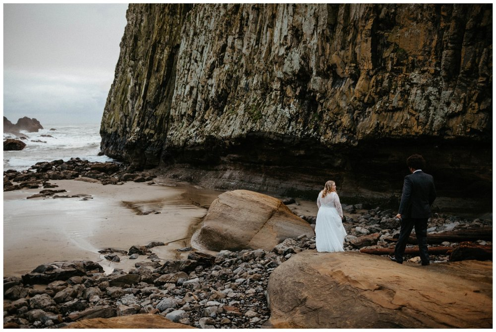seal-rock-newport-elopement-wedding_0028.jpg