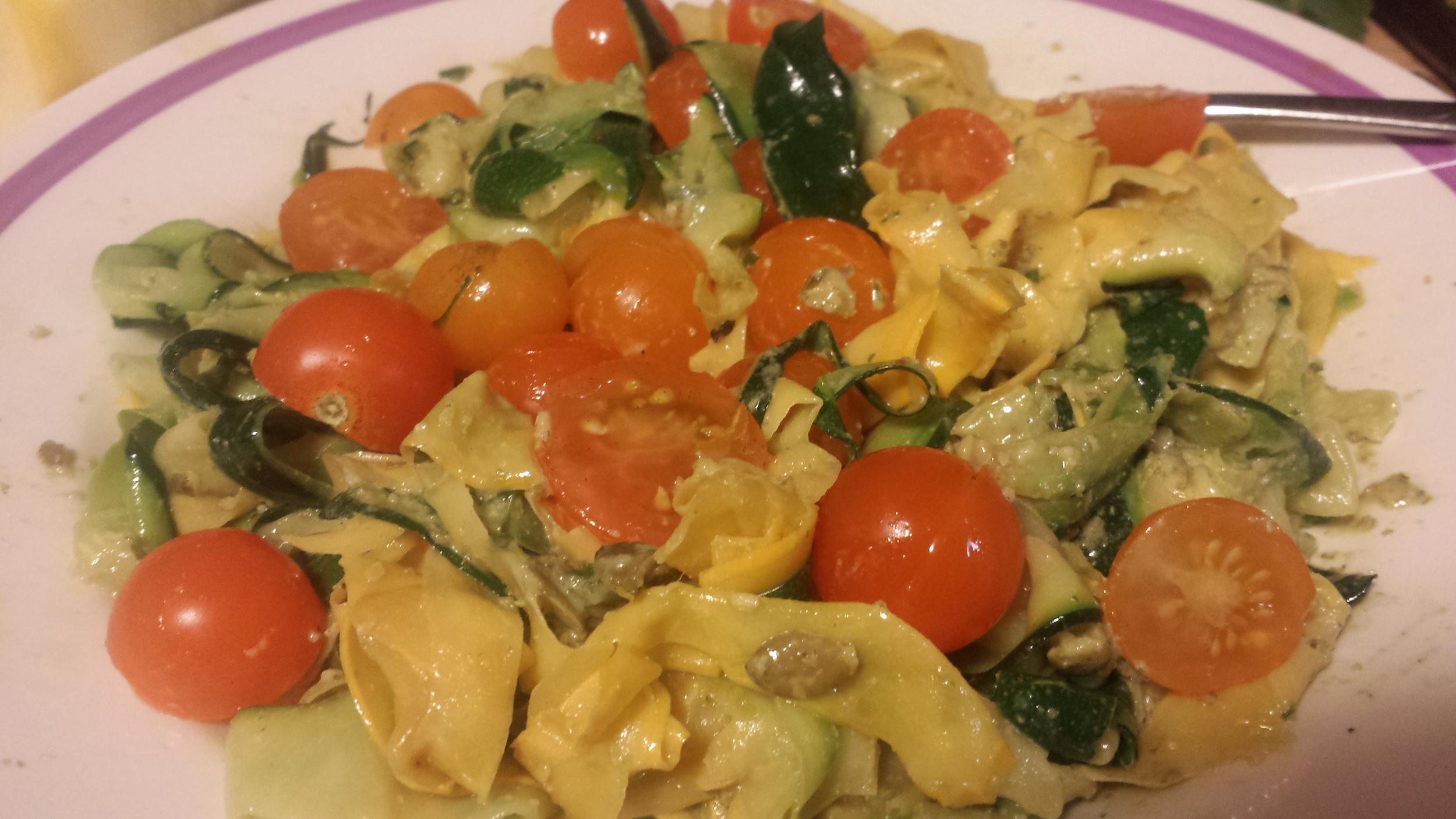 zucchini tomato pesto pasta