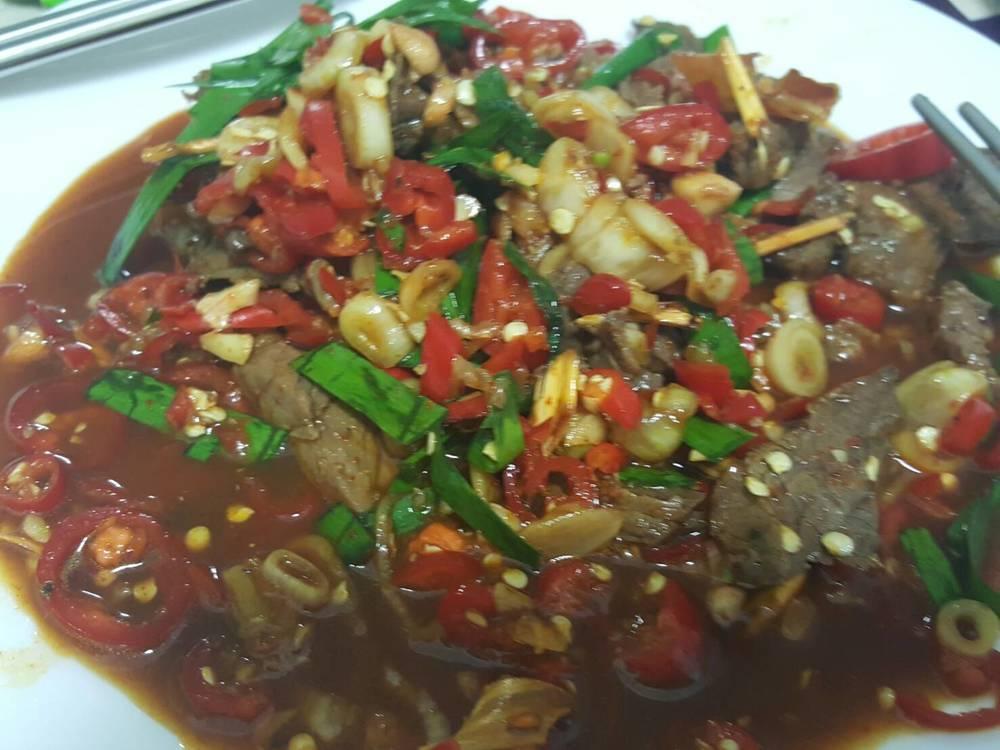น้ำตกเนื้อ Northern Thai Beef Salad