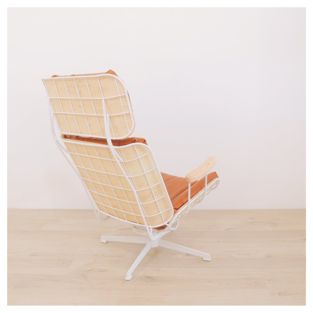 A modern take on a vintage Eames-style outdoor lounge chair.  By:  Mike Montgomery | Modern Builds