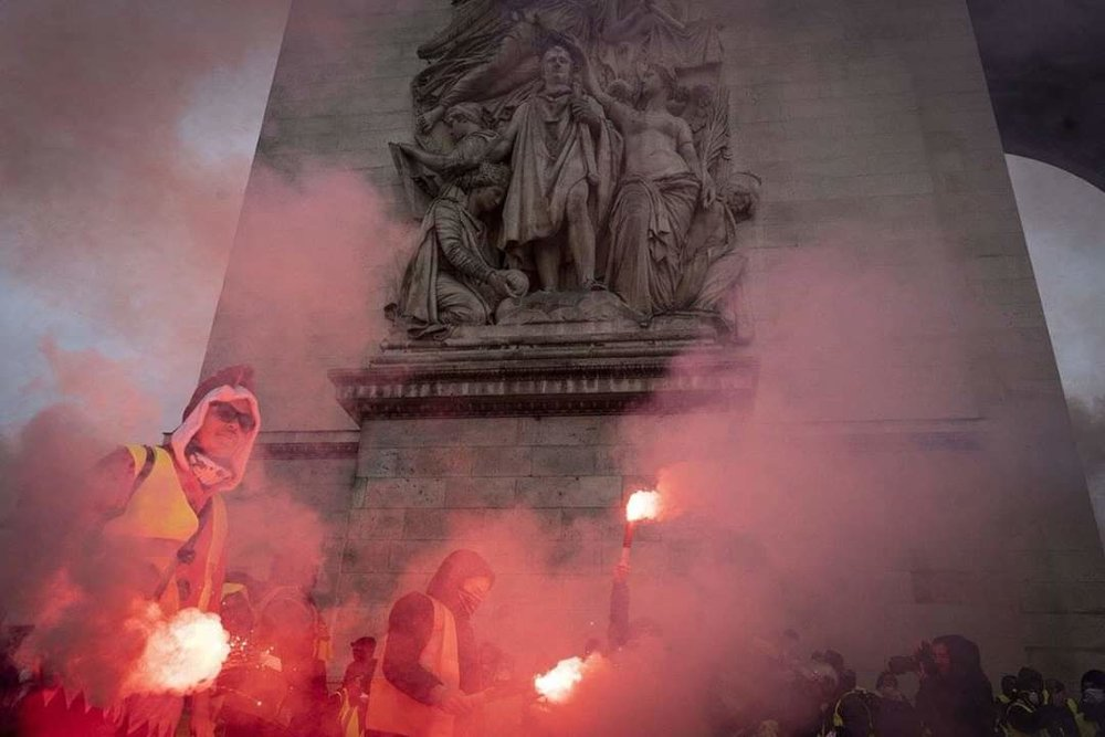yellow vests protesting with flares