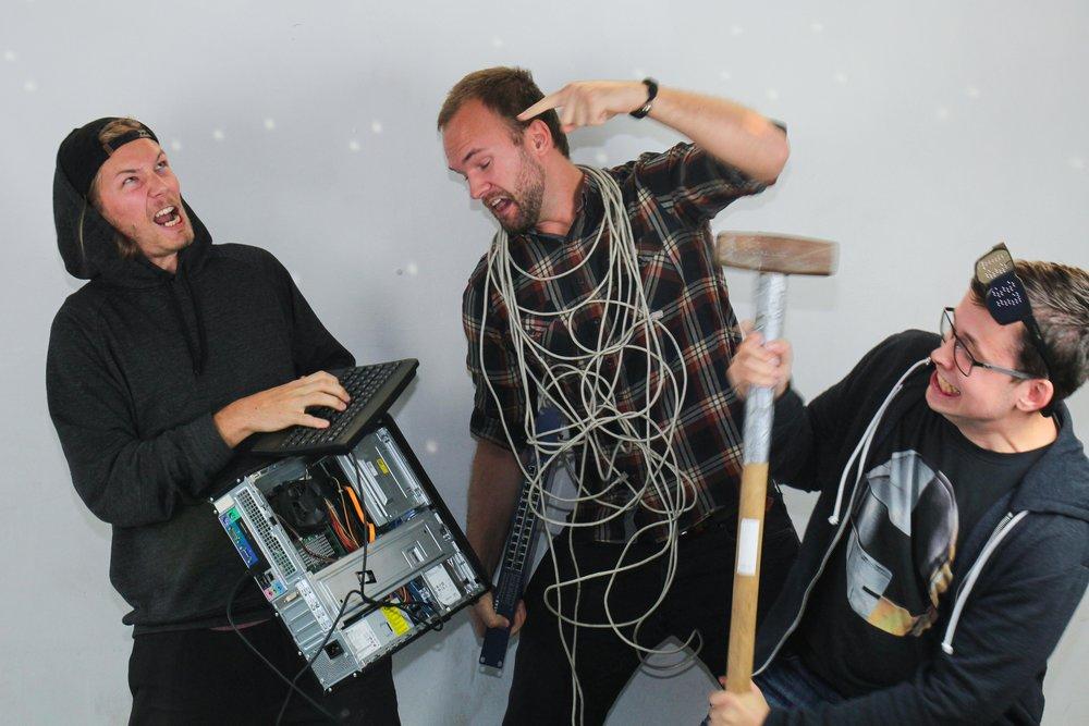 Jonas David Remgård, Jonas Hellman och Erik Gullberg,IT-förmän.