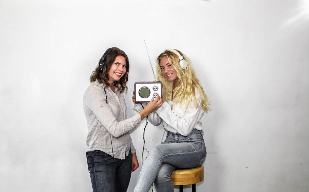 Maja Dahlbom och Emma Sjögren. Radioförmän.