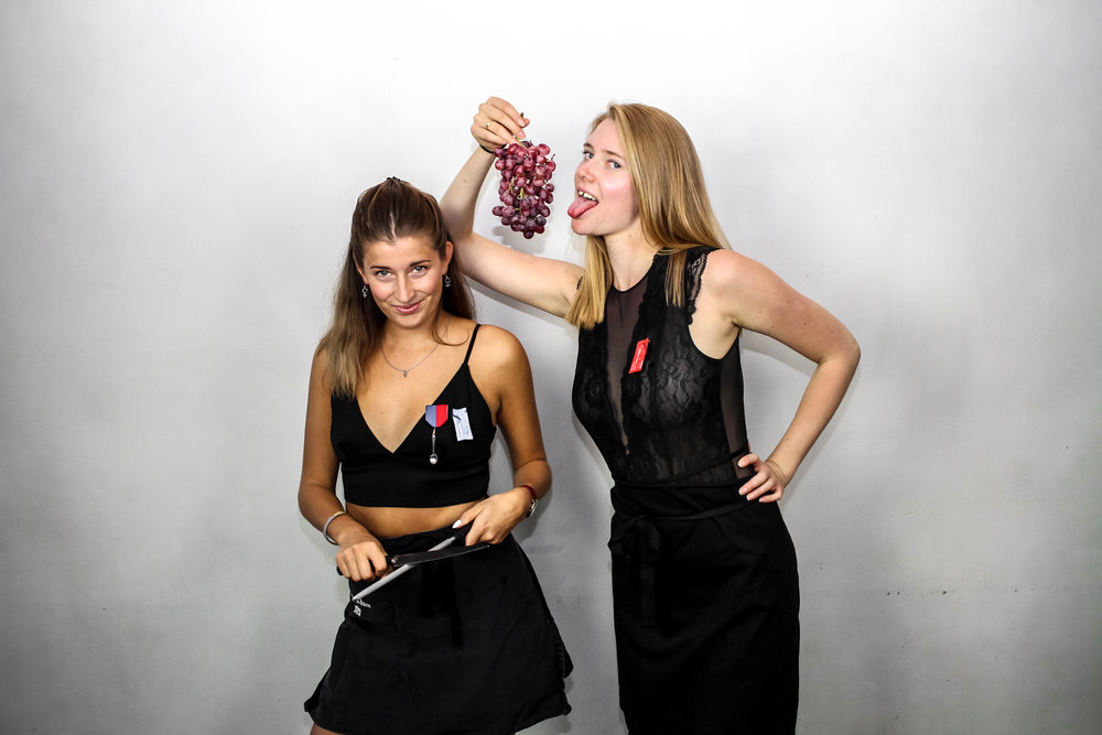 Linda Henningson och Ebba Elander, Sexmästare.