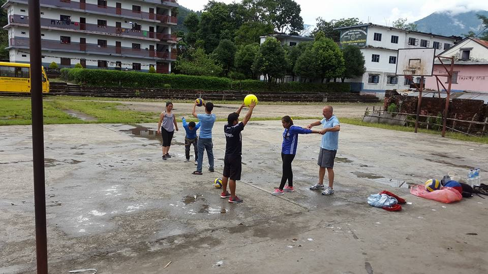 Bina, learning the rules of volleyball with the International Federation of Volleyball