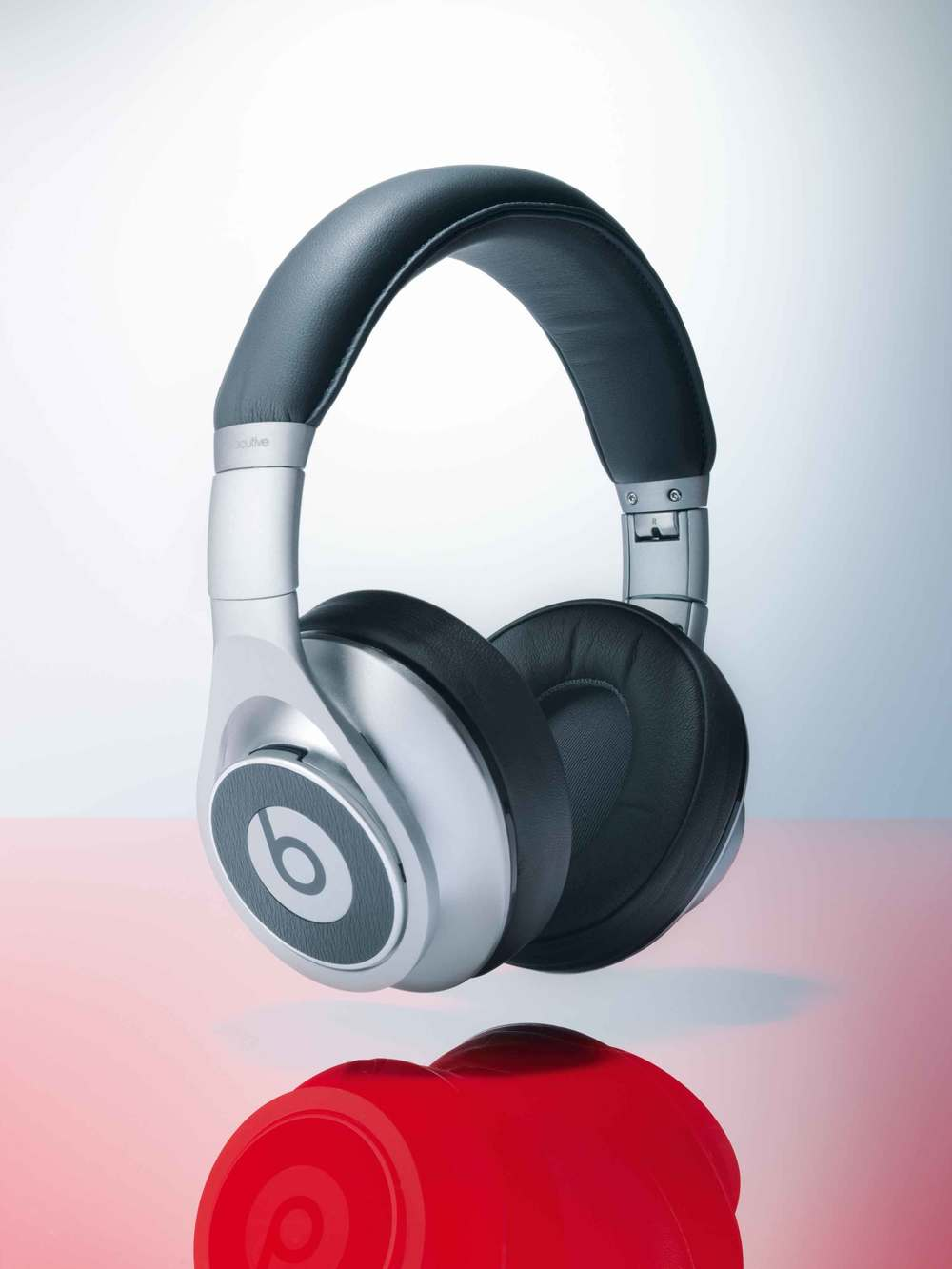 Tamara-Elphick-Dr-Dre-Beats-Headphones