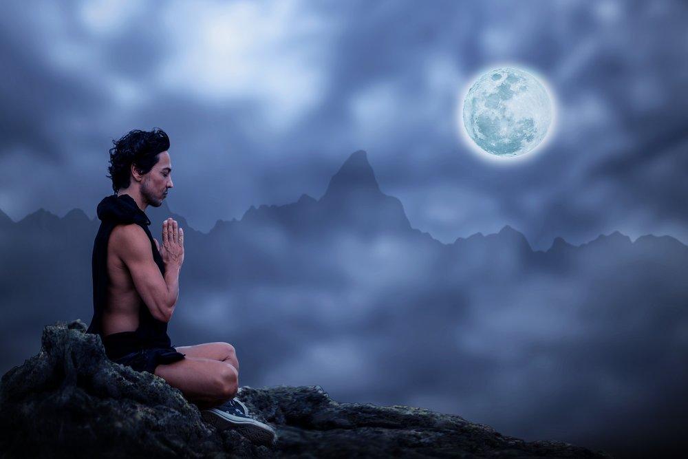 Consenti alla tua mente di essere semplicemente presente a se stessa, calma, chiara e disillusa.